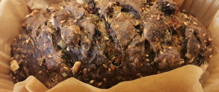 Pain brun aux abricots et noisettes torréfiées de Lorette