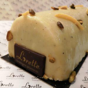Bûche pistache et fleur d'oranger de Lorette, boulangerie Paris
