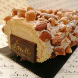 Bûche traditionnelle au praliné de Lorette, boulangerie à Paris