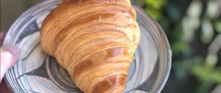Croissant pur beurre AOP de Lorette, boulangerie artisanale à Paris